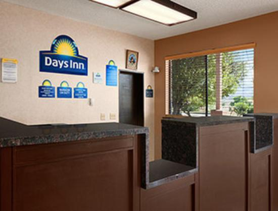 Days Inn Cortez: Lobby