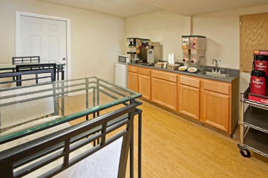 Americas Best Value Inn-Garland/Dallas : Breakfast Area