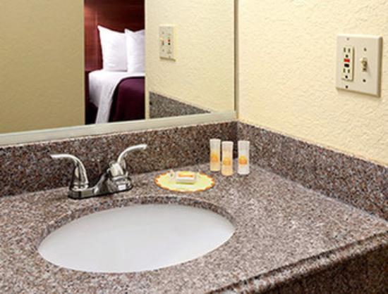 Days Inn Tucumcari: Bathroom