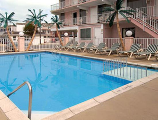 Days Inn - Wildwood: Pool