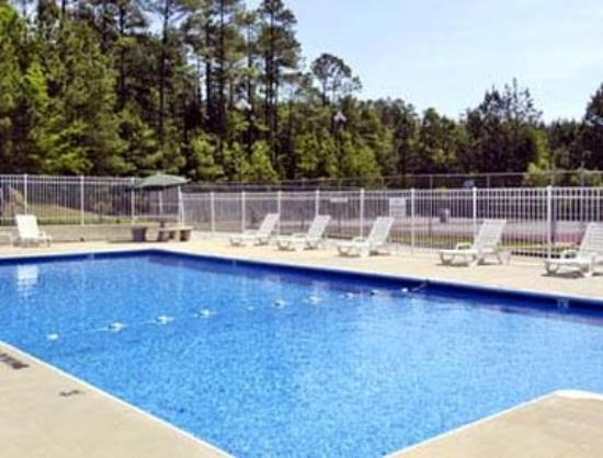 Days Inn Milledgeville: Pool