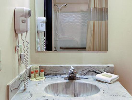 Days Inn Villa Rica : Bathroom