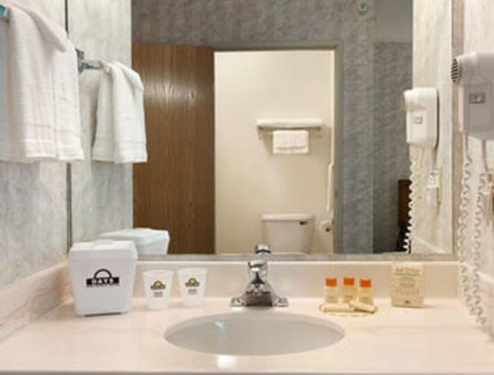 Days Inn West Yellowstone: Guest Bathroom
