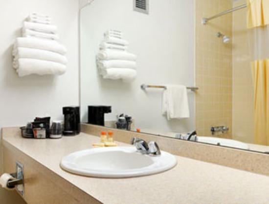 Days Inn Gillette : Bathroom