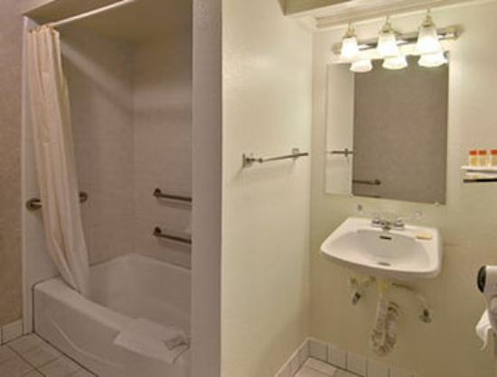 Days Inn San Francisco - Lombard: Bathroom