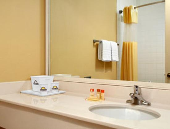 Days Inn Tappahannock : Bathroom