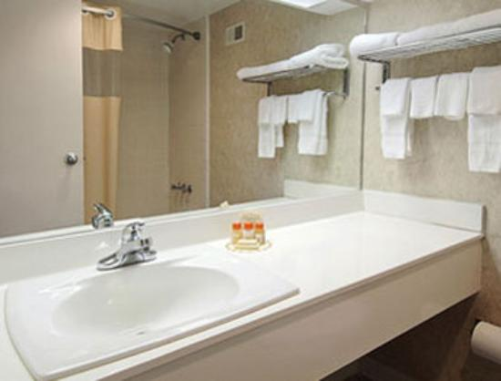 Days Inn Athens: Bathroom