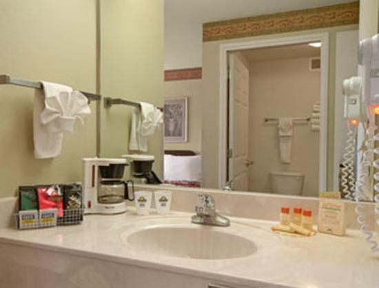 Days Inn Mountain Home: Bathroom