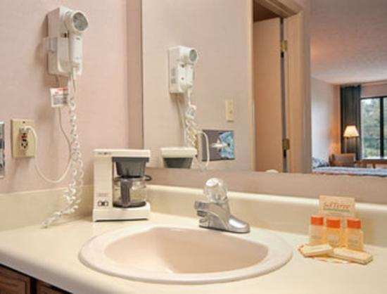 Days Inn Bedford: Bathroom