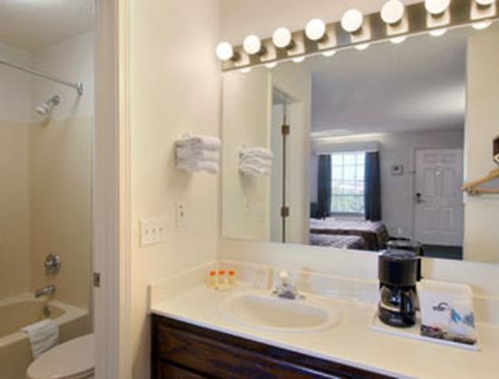 Days Inn Simpsonville: Bathroom
