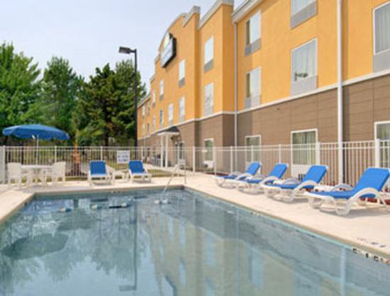 Photo of Days Inn & Suites Port Wentworth-North Savannah