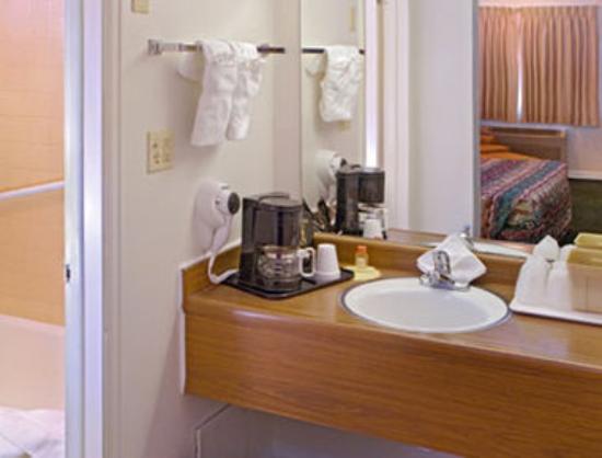 Days Inn Colorado Springs: Bathroom