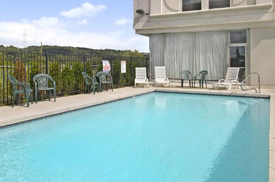 Americas Best Value Inn- Independence: Pool