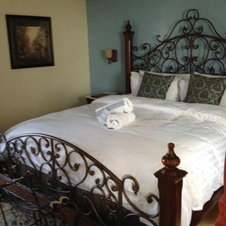 Tuscan Springs Hotel and Spa: bedroom