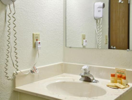 Days Inn Chamberlain/Oacoma: Bathroom