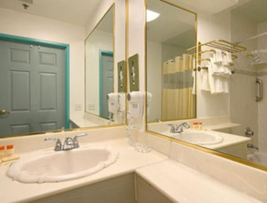 Days Inn Santa Monica/los Angeles : Bathroom