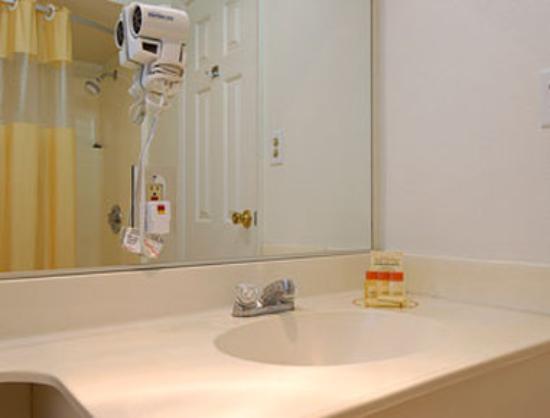 Days Inn Oroville: Bathroom