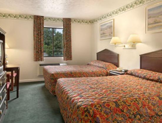 Days Inn Farmer City: Standard Two Double Bed Room