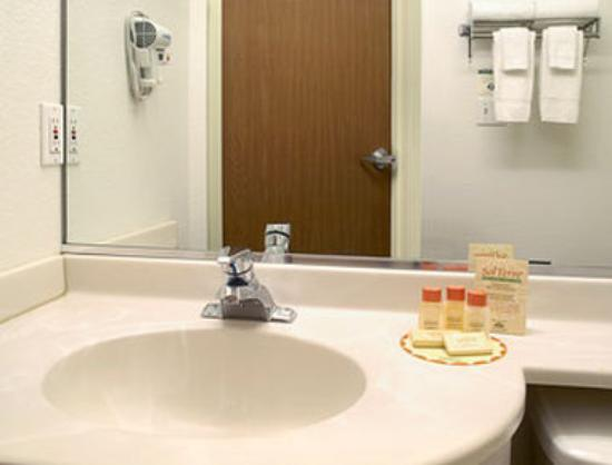 Days Inn Greeley: Bathroom