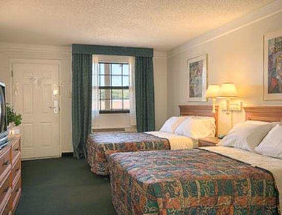 Days Inn Richmond/South : Standard Two Double Bed Room