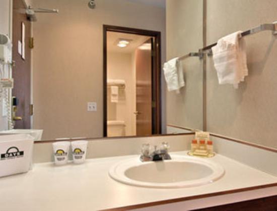 Days Inn Seattle North: Bathroom