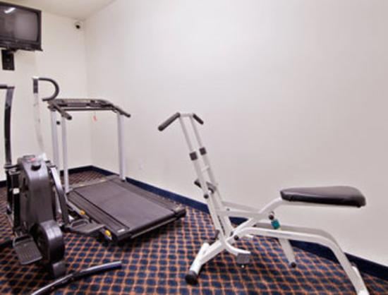 Days Inn & Suites Gresham: Fitness Center