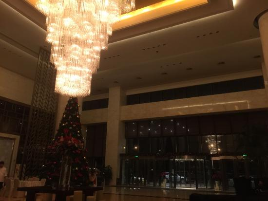 The Westin Fuzhou Minjiang: Massive columns of marble and ceiling of 30 feet