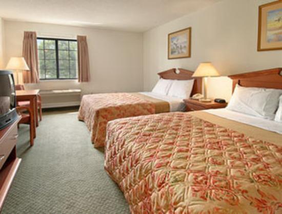 Days Inn & Suites Cambridge: Standard Two Queen Bed Room