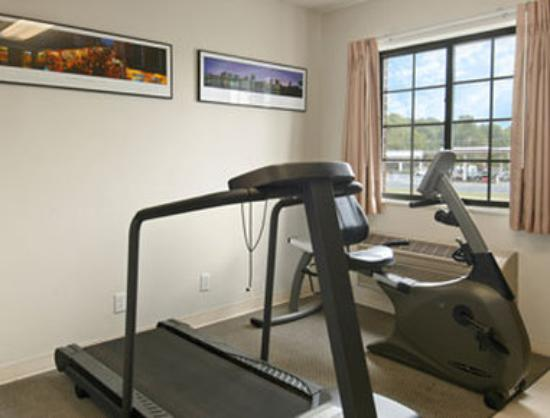 Days Inn & Suites Cambridge: Fitness Center