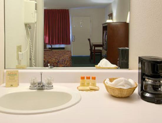 Days Inn Staunton North: Bathroom