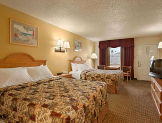 Days Inn San Antonio Interstate Hwy 35 North: Standard Two Double Bed Room