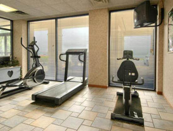 Days Inn Staunton North: Fitness Center