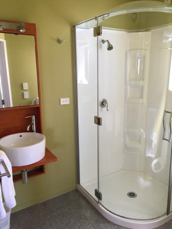 Quality Suites Kaikoura : Room 18 - enjoyed the heated floors and spaceship shower