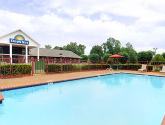 Days Inn Savannah: Pool