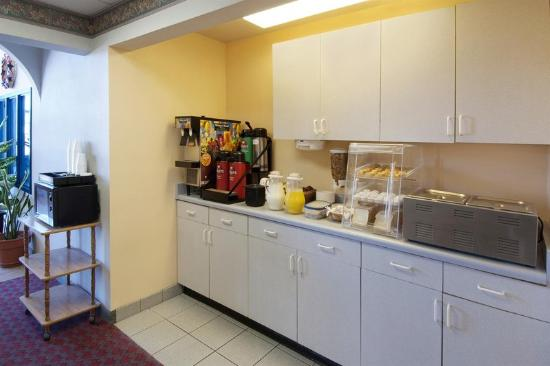 Americas Best Value Inn - Winslow: Breakfast Area