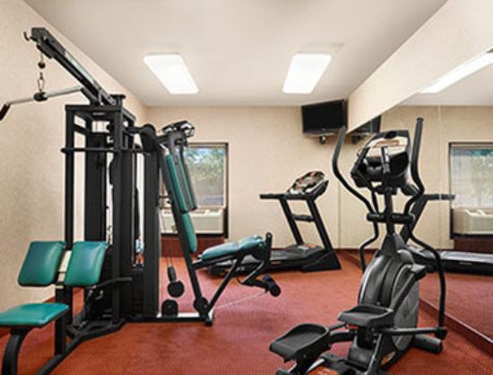 Days Inn & Suites Cedar Rapids: Fitness Center