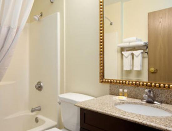 Days Inn Camp Verde Arizona : Bathroom