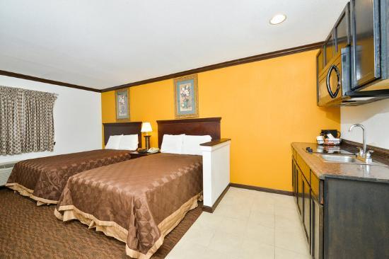 Americas Best Value Inn - Brenham: Kitchenette Suite