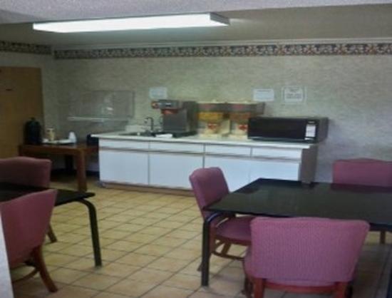 Knights Inn Wentzville MO : Breakfast Area