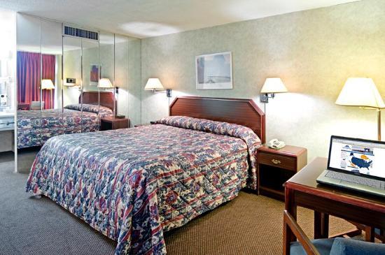 Royal Inn - Manhattan : One King Bed