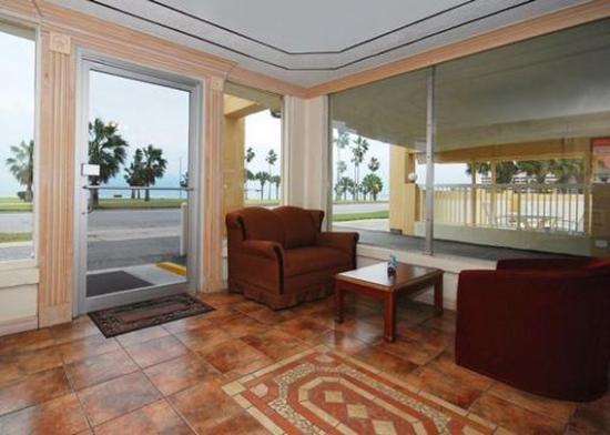 Budget Inn: Lobby View