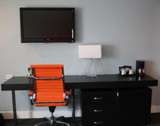Hotel Current : Guestroom Desk