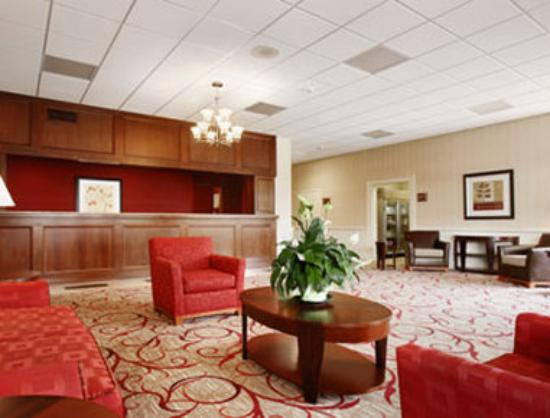 Ramada Ellsworth: Lobby