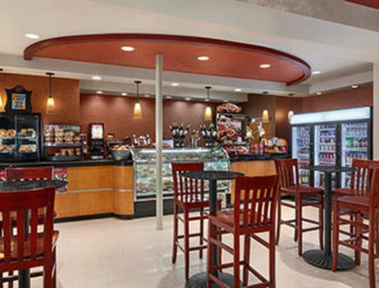 Ramada Plaza Newark Liberty International Airport: Teddys Sports Bar