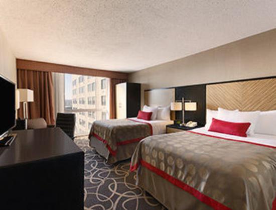 Ramada Plaza Newark Liberty International Airport: Standard Two Double Bedroom