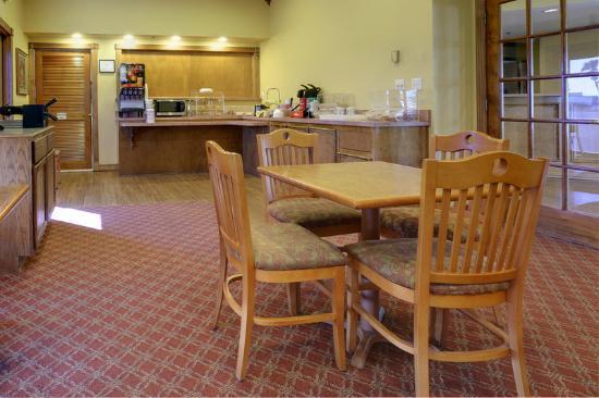 Americas Best Value Inn Rockport / Fulton : Breakfast Area