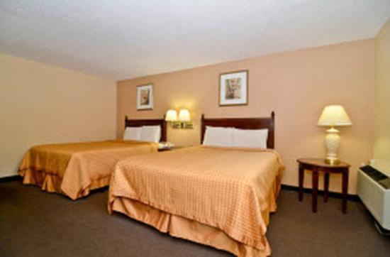 Americas Best Value Inn : Two Queen Beds