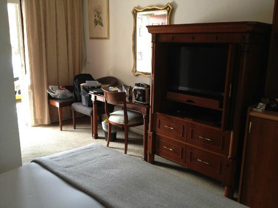 Quality Inn Country Plaza Queanbeyan : Unusually formal furnishings