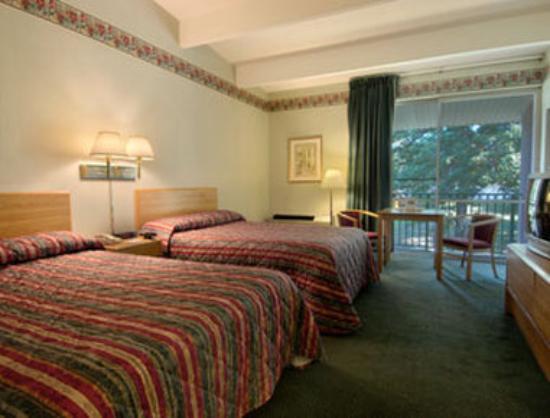 Howard Johnson Inn - Newburgh: Standard Two Double Bed Room