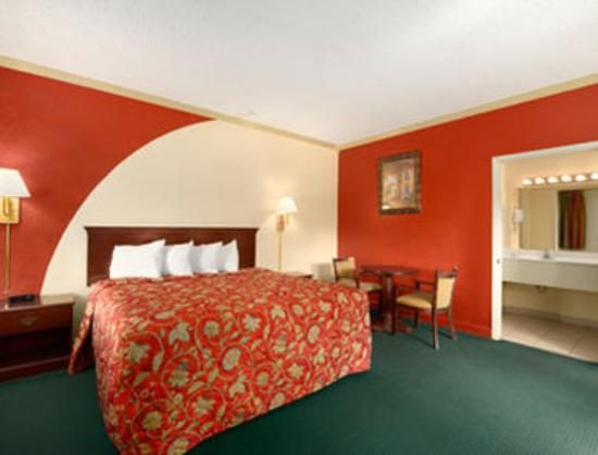 Howard Johnson Inn-Historic St Augustine: Standard King Bed Room